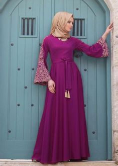 Penggemar Warna Ungu Merapat! Ini Dia Gamis Spesial yang bisa Mencerahkan Harimu Abaya Fashion, Modest Fashion, Modest Dresses, Modest Outfits, Hijab Abaya, Moslem Fashion, Modele Hijab, Hijab Style, Abaya Designs