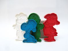 This collection of vintage Charlie Brown cookie cutters is the cutest. #vintage #CharlieBrown #Peanuts