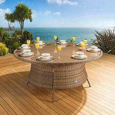 Massive luxury garden/outdoor round dining table mocha rattan. Made from fully weatherproof PE rattan, hand woven over a rust resistant frame. This maintenance free table is designed to be left outside all year round without the need for covering. The frame is made from 1.2 mm thick aluminium tube with grey powder coating applied after welding. It is UV light resistant to ensure that the coloured rattan does not fade in the sunlight.