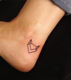 Petit tatouage renard sur le pied