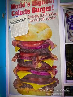 The World's highest calorie burger, voted by Guinness as packing calories, at the Heart Attack Grill restaurant in Las Vegas Healthy Foods To Eat, Healthy Eating, Healthy Recipes, Heart Attack Grill, Las Vegas Pictures, Las Vegas Food, Las Vegas Attractions, Grill Restaurant, Places To Eat