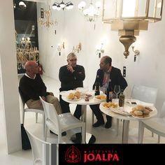 Hoy con nosotros Metalúrgicas Arnal, Ramon Lozano y Juanjo del instituto AIME #FieraMilano17 #Joalpa #FieraMilano #lamp #light #deco #designinterior #interiordesign #luxury #artesania #art #Euroluce #Euroluce17