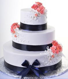 White whipped cream frosting with black ribbon, white and coral scrolls and flowers - Wedding look