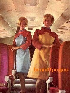 Braniff International Airways stewardess uniform designed by Emilio Pucci. So retro-future. Airline Travel, Air Travel, Flight Attendant Humor, Airline Uniforms, Vintage Travel, Vintage Airline, Nostalgic Images, The Jetsons, Cabin Crew