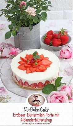 Diese No-Bake Erdbeer-Buttermilch-Holunderblüten Torte vereint, cremige Buttermilch-Holunderblütensirup mit einem Löffelbiskuits  Boden und kleine fruchtige Erdbeeren in der Mitte zu einem. Diese fruchtige Kühlschranktorte bzw. Sommertorte wird nicht nur Eure Gäste begeistern, sondern auch Eure Familie.  #Erdbeerkuchen #Erdbeertorte #Buttermilchkuchen #kuchenohnebacken #sonntagsistkaffeezeit Sweet Bakery, Fabulous Foods, Easy Peasy, No Bake Cake, Cupcakes, Delish, Good Food, Favorite Recipes, Sweets