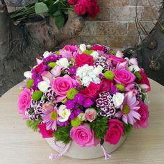 Yuvarlak Kutuda Bahar Çiçekleri