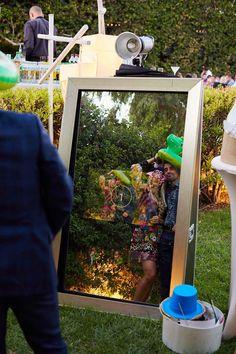 Ενοικίαση photobooth για γάμους, Βάπτιση εκδιλώσεις και πάρτι Photo Booth, Mirror, How To Make, Home Decor, Photo Booths, Decoration Home, Room Decor, Mirrors, Home Interior Design