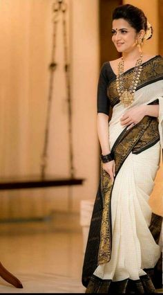 Indian Fashion Dresses, Indian Designer Outfits, Dress Indian Style, India Fashion, Look Fashion, Cotton Saree Designs, Saree Blouse Designs, Black Saree Designs, Indian Blouse Designs