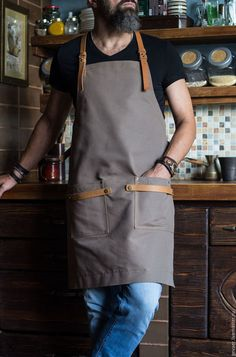 Купить или заказать Фартук мужской 'Профи 43_К' в интернет-магазине на Ярмарке Мастеров. Именной оттиск на верхнем левом ремне? Да! Просто укажите в комментарии к заказу) Цвета: бежевый, темно-серый (графитовый) и синий Ваш муж гурман и любит творить на кухне? Представьте его в этом стильном фартуке: - плотный хлопок надежно защитит одежду от случайных брызг - кожаные ремни-лямки, перекрещивающиеся на спине, удобно лежат и не натирают шею. Cafe Uniform, Waiter Uniform, Coffee Shop Design, Cafe Design, Barista, Cafe Apron, Barber Apron, Work Aprons, Apron Designs