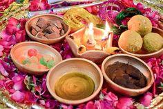 Desi Wedding Decor, Wedding Set Up, Wedding Crafts, Bridal Decorations, Engagement Decorations, Pakistani Mehndi Decor, Bangle Ceremony, Mehendi Decor Ideas, Bridal Photoshoot