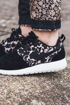 NIKE × LIBERTY Cameo Roshe One