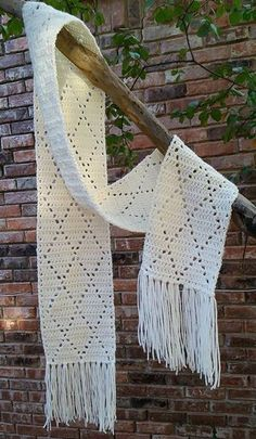 Crochet Diamond ScarfThis crochet  pattern / tutorial is available for free... Full post: Diamond Stitch