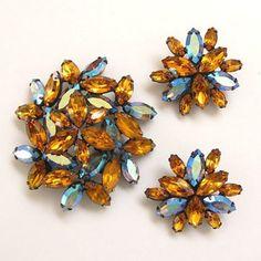 La Roco Brooch Earrings Set, Amber AB Japanned Rhinestone Demi Parure. Costume Jewelry Sets, New Leaf, Flower Brooch, Vintage Designs, Earring Set, Vintage Antiques, Antique Jewelry, Bling, Jewels