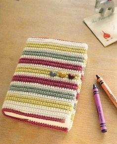 Crochet Book Cover, Crochet Hook Case, Crochet Books, Love Crochet, Diy Crochet, Bible Cases, Crochet Bookmarks, Crochet Home Decor, Crochet Accessories