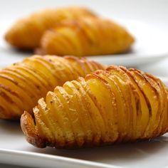 Hasselbeck Potatoes Recipe | Just A Pinch Recipes Papas Hasselback, Batatas Hasselback, Hasselback Potatoes, Baked Potatoes, Fingerling Potatoes, Easy Potato Recipes, Side Dish Recipes, Most Effective Diet, Pinch Recipe