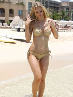 PHOTOS Sophie Turner Bikini Candids à Hermosa Beach - Photos Sophie Turner