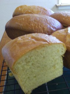 Massa Sovada (Portuguese Sweet Bread) TRY, but not the recipe I was looking for. All items should be at room temp Portuguese Sweet Bread, Portuguese Desserts, Portuguese Recipes, Portuguese Food, Bread Machine Recipes, Bread Recipes, Cooking Recipes, Churros, Pan Rapido