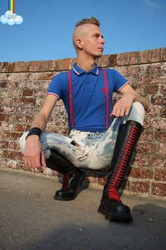 I am gay. I feel strongly attracted to leather men, skins, skin boots and leather boots of men or even rubber boots etc. Only men over 18 years, if you are under 18 years or a. Skinhead Men, Skinhead Boots, Skinhead Fashion, Skinhead Style, Men's Fashion, Leather Men, Leather Boots, Tall Lace Up Boots, Skin Head