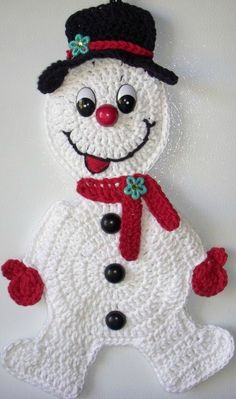 Crochet snowman, wall deco, by Jerre Lollman Evans Evans Gerlach I should make this for you.I know you don't have one of these in the army yet.it'd be like the stay puff marshmallow man of the group.Ravelry: Crochet Snowman Applique pattern by Samant Crochet Christmas Decorations, Crochet Christmas Ornaments, Christmas Crochet Patterns, Holiday Crochet, Christmas Items, Christmas Snowman, Crochet Crafts, Yarn Crafts, Crochet Projects