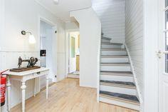 Breimoen - Enebolig med dobbel garasje på fin tomt | FINN.no Divider, Real Estate, Furniture, Home Decor, Patio, Rome, Decoration Home, Room Decor, Real Estates