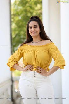 Anchor Manjusha Hot Pics in Yellow Dress Latest 2019 - Bollywood