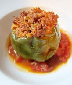 OLD FASHION STUFFED GREEN PEPPERSStuffed peppers are filling, easy to make and I would go so far as to serve them to company. It's just a good home-made meal that most of us like ~ a great comfort food, for sure. Green bell peppers are pretty, co New Recipes, Dinner Recipes, Cooking Recipes, Favorite Recipes, Healthy Recipes, Recipies, Dinner Ideas, Green Pepper Recipes, Chile Relleno