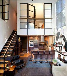 salle de séjour atelier, bar avec chaises de bar en cuir marron, plafond haut de couleur blanche