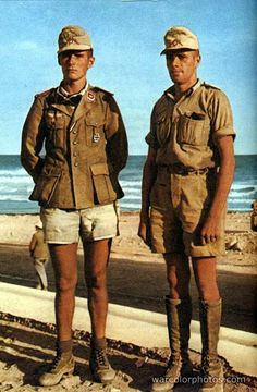 Leutnant der Flaktruppe Hans Dietrich Riesl (left) and Leutnant des Heeres Lucius Günther Schrivenbach in North Africa, Their. Ww2 Uniforms, German Uniforms, Military Uniforms, German Soldiers Ww2, German Army, Ww2 History, Military History, Afrika Corps, North African Campaign