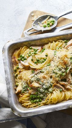 This chicken pasta bake with a creamy mushroom sauce and a cheese and breadcrumb topping uses a clever tinned soup hack. The addition of peas makes this a perfect all-in-one weeknight supper. Chicken Tetrazzini Recipes, Cooked Chicken Recipes, How To Cook Chicken, Pasta Recipes, Kitchen Recipes, Cooking Recipes, Healthy Recipes, Healthy Food, Tinned Soup