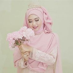 Syari wedding dress in Dusty Pink. Manis dan tetap anggun  ________________ Make up & dress @nur_meutia (Semarang) by syaribrides Bridal Hijab, Hijab Bride, Muslimah Wedding, Shabby Chic Theme, Hijab Niqab, Hijab Fashion, Dream Wedding, Stylists, Make Up
