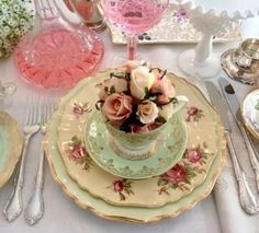 Beautiful Tea party table setting....lovely #vintage #teacup and #roses