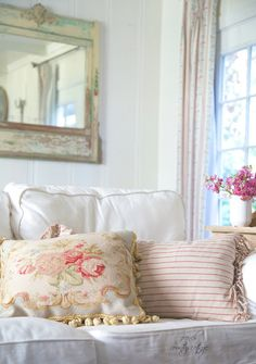 FRENCH COUNTRY COTTAGE: Simple red, white & blue. I like this combination of shabby and yet elegant at the same time.