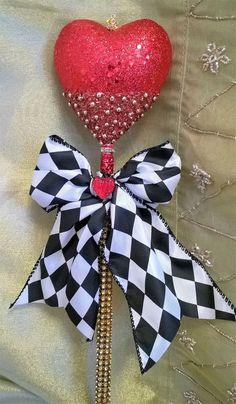 Homemade Halloween, Halloween Boo, Happy Halloween, Queen Of Hearts Makeup, Queen Of Hearts Costume, Diy Costumes, Costume Ideas, Halloween Costumes, Casino Party Decorations