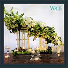 Centro de mesa de lanterns con cascada de flor