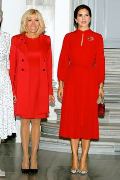 The French first lady, Brigitte Macron, and the Danish monarch made a bold impression in coordinating colors in the Danish capital. Royal Fashion, Fashion Looks, French First Lady, Races Outfit, Crown Princess Mary, African Fashion Dresses, All About Fashion, Dress Outfits, Celebrity Style