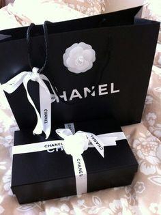 0f4a724df779 the prettiest shopping bag box. Samantha Averitt · ✧ CHANEL no.