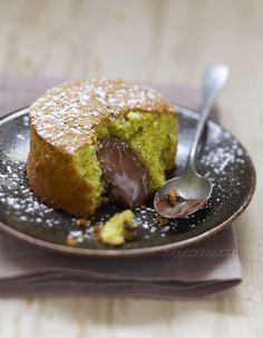 Pistachio cake with chocolate filling - Kuchen-Rezepte - Dessert Quick Dessert Recipes, Easy Cake Recipes, Easy Desserts, Sweet Recipes, Baking Recipes, Delicious Desserts, Yummy Food, Quiche Recipes, Bread Recipes