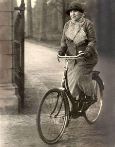 Geschiedenis 24 - Koninginnen fietsen niet