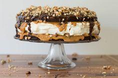 Naked (holé) torty si dnes získavajú na obľube. Maškrtníci hneď vedia, čo môžu očakávať a ich predstavivosť nahrádzajú konkrétne chute na videnéingrediencie. Tieto naked torty doslova podporujú fe…