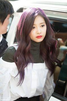 Dark Purple Hair, Hair Color Purple, Red Hair, Evil Girl, Kpop Hair, Jihyo Twice, Chaeyoung Twice, Tzuyu Twice, Nayeon