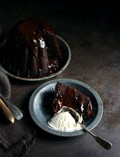 Have always loved steamed pudding . this one looks amazing (really want to dip my finger into that silky chocolate sauce :) . Decadent Chocolate Steamed Pudding with Luscious Chocolate Sauce Just Desserts, Delicious Desserts, Dessert Recipes, Yummy Food, Slow Cooker Desserts, Decadent Chocolate, Chocolate Desserts, Chocolate Cake, Easter Chocolate