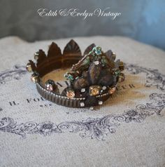 Statue+Crown+Santos+Vintage+Jewelry+Parts+by+edithandevely