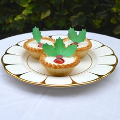 Edible Holly Cake Decorations Asda : Best Cake Decorator Holly Leaves Berry Candies Recipe on ...
