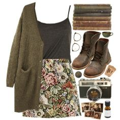 Cute fall outfit. Skirt, comfy top, cardigan and boots.