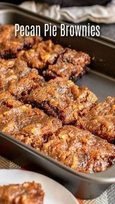 Pecan Pie Brownies are an amazing Thanksgiving dessert recipe that combines two classics, rich, fudgy chocolate brownies, and pe… in 2019 Köstliche Desserts, Delicious Desserts, Yummy Food, Tasty Recipes For Dessert, Desserts With Pecans, Awesome Desserts, Fun Baking Recipes, Plated Desserts, Best Thanksgiving Recipes