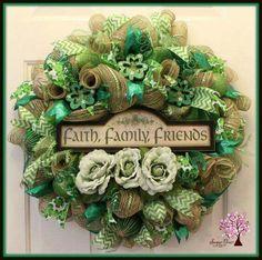 I Love this Family Saint Patrick's Day Wreath!!! Bebe'!!! So very Festive!!!