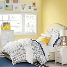 Raleigh Camelback Nailhead Bed, Twin, Twill, White