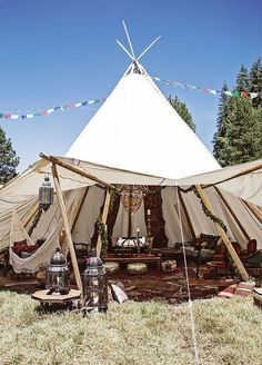 Outdoor Wedding That Will Give You Coachella Vibes Be still our boho hearts! This festival inspired wedding gives us all the feels. Set in a secluded meadow near Yosemite National Park… - Camp Wedding, Tent Wedding, Boho Wedding, Dream Wedding, Wedding Backyard, Wedding Music, Wedding Lounge, Hippy Wedding Dresses, Camping Wedding Theme