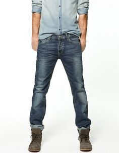 Give your ensembles a rugged twist with these Zara jeans that play on fall's trend of rustic living. Pair them with other off-duty items, such as a light-colored denim shirt or a chunky cable-knit sweater. For bonus points, roll up the bottom cuff of these jeans and pair them with beat-up boots.