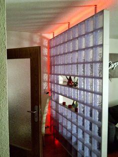 X-BLOCK, glass- like Ausführung, in transparent mit LED- Lichtband (Einsatzbereich als Raumteiler)